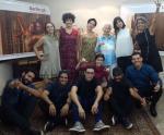 Equipe Flores de Goyá em clima de descontração e arte na Première da obra Darãn-gà, dirigida por Tainá Pompêo.